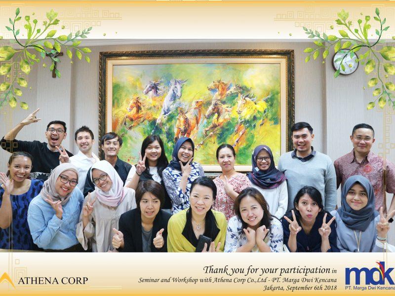 Foto bersama seluruh peserta, pembicara, dan panitia acara.